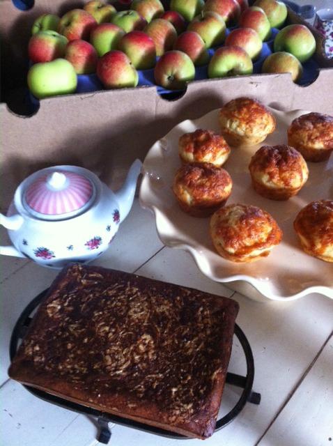 appples, cake, teapot etc