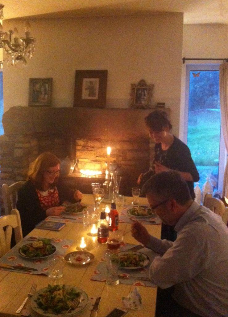dinner table r