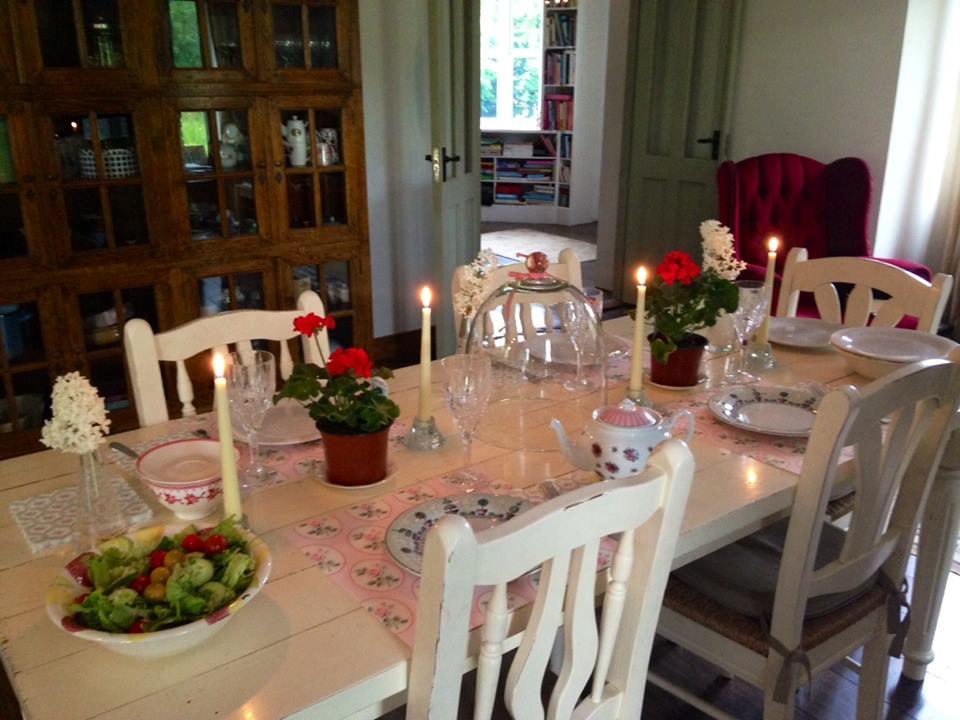 House tour set table